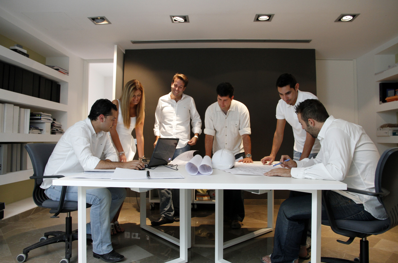 Foto trabajo en equipo multidisciplinar 2 de estudio for Estudios arquitectura zaragoza