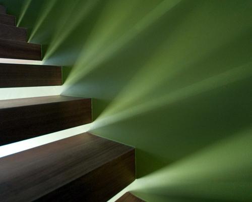 Foto trabajos con luz y escalera de areaarquitectura for Escaleras con luz