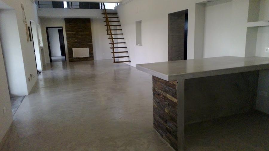 Foto trabajos de microcemento en sal n de multiasistencia for Suelos de cemento para interiores
