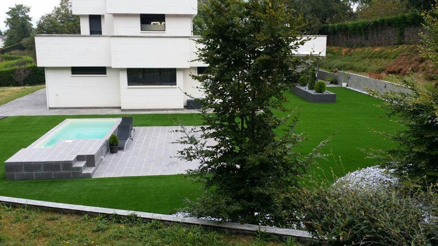 Foto transformacion de jard n 400m2 c sped artificial - Jardin piedras blancas ...