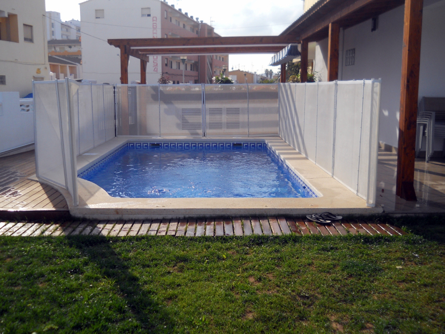 Foto valla para piscina desmontable de for Vallas seguridad piscinas