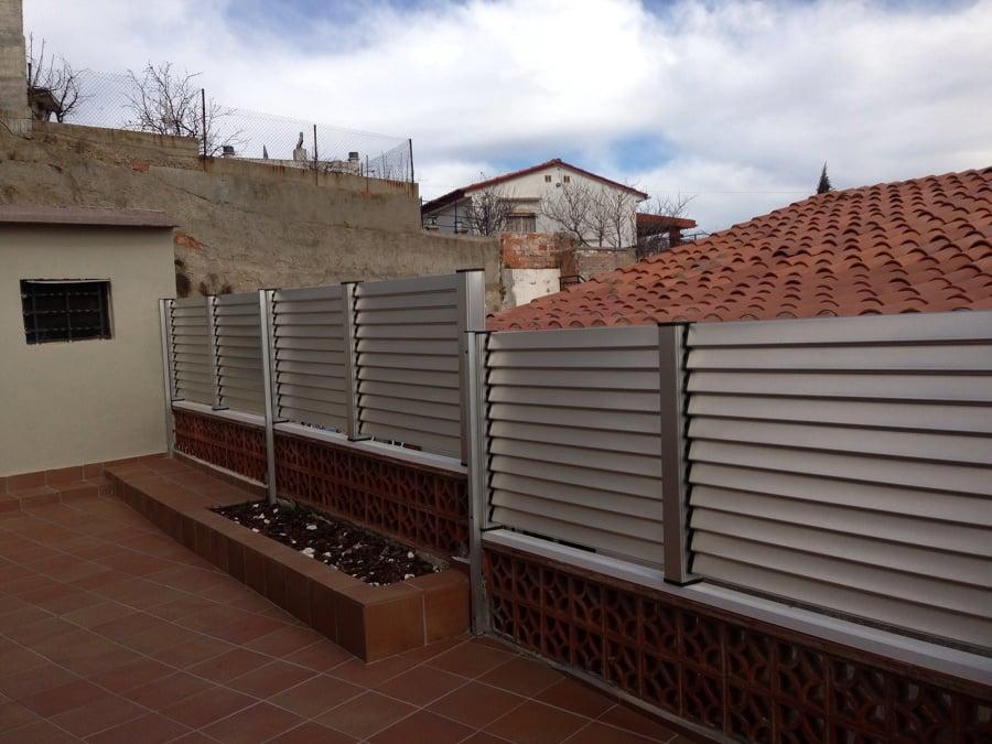 Foto vallas separadoras de aluminio sergio mart nez - Vallas pvc jardin ...