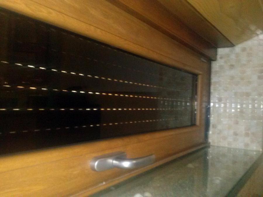 Foto ventana aluminio lacado madera con cremona inox y for Colores ventanas aluminio lacado