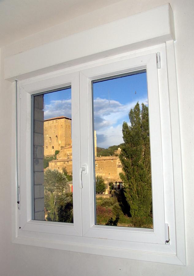 Foto ventana con persiana minibloc de la ventana 470570 for Ventanas con persianas incorporadas