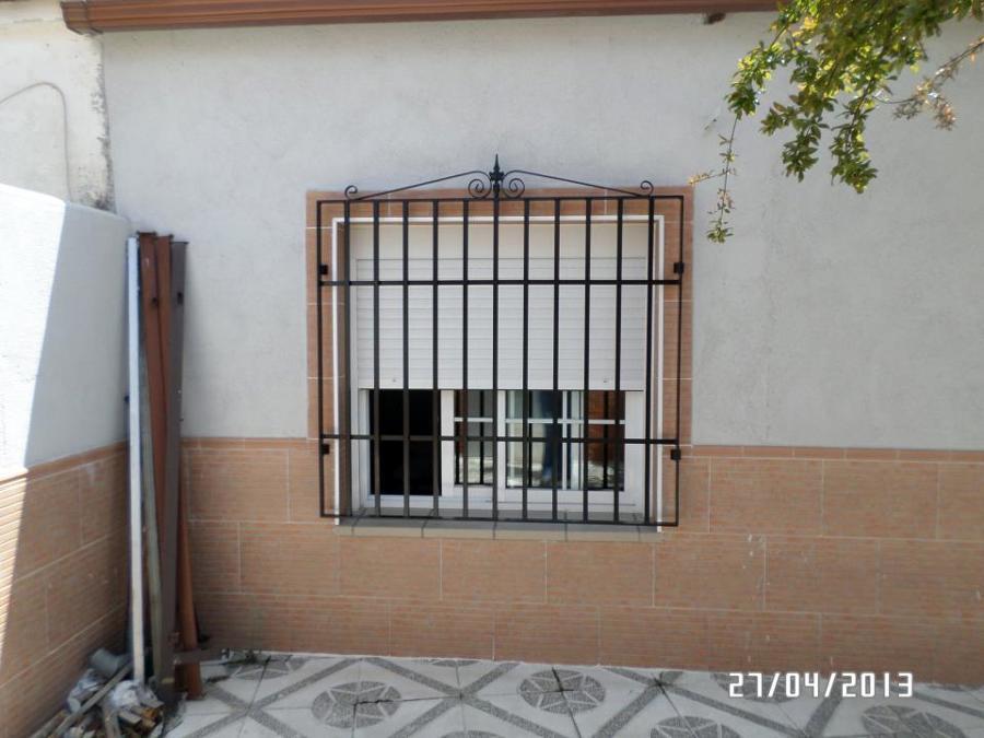 ventana de patio con rejas