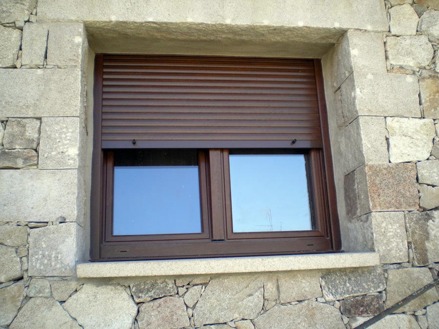 foto ventana de pvc color nogal de emiliano herrera e
