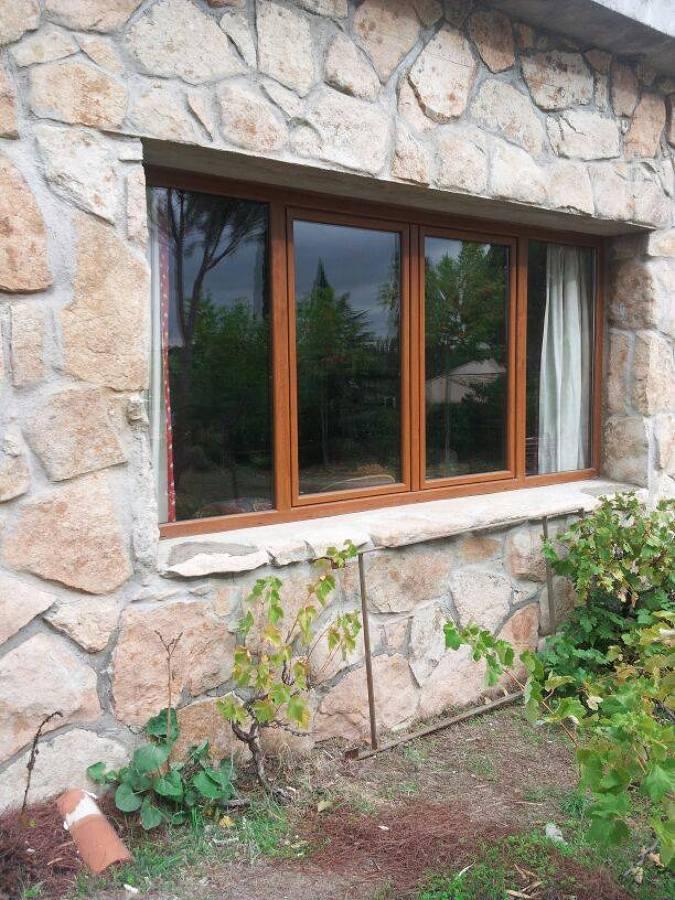 Foto ventana de pvc imitaci n madera de sistemas gahm for Ventanas pvc madera