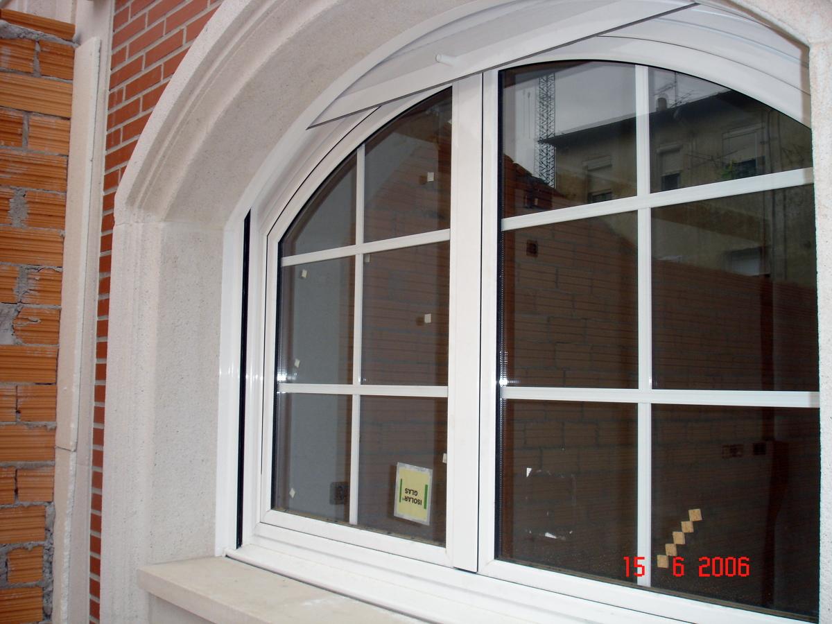 Foto ventana mixta interior madera exterior aluminio for Pintar ventanas de madera exterior