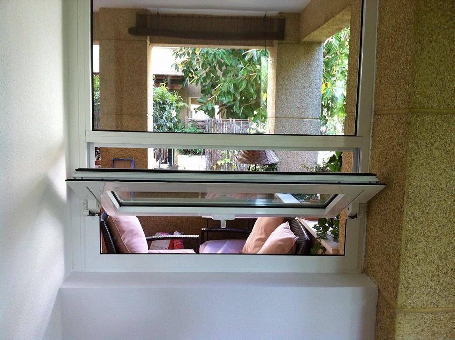 ventana pivotante de eje horizontal