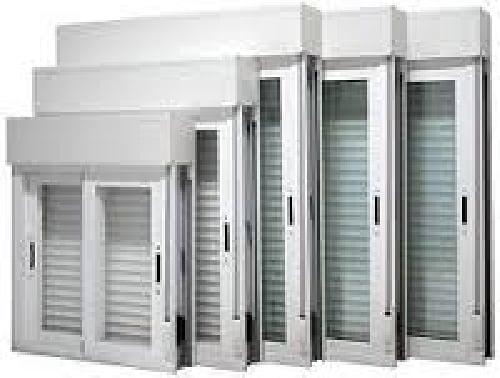 Foto ventanas pvc y aluminio de jordan y mora for Puertas prefabricadas precios