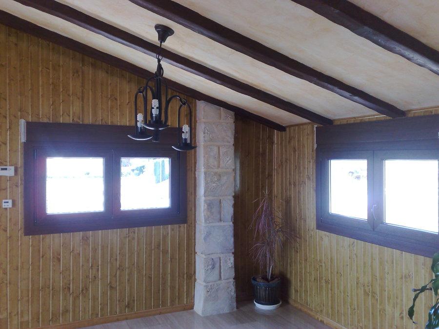 Foto ventanas pvc y rebestimiento de paredes y techo de for Ventanas para techo
