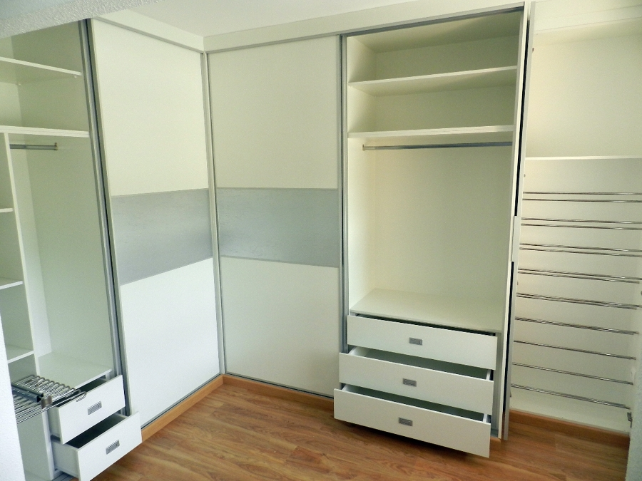 Foto vestidor a medida puertas correderas de muebles de for Muebles de cocina huesca