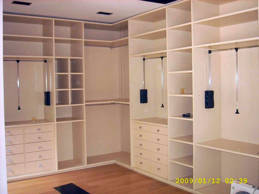 Foto vestidor blanco de cocinas marel 448263 habitissimo for Piscina 2x3 metros