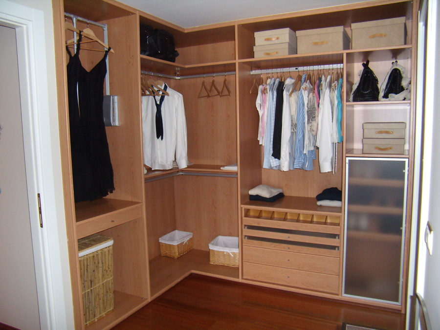 Foto vestidor sin puertas de armarios gascon s l 664246 for Perchas para puertas sin agujeros