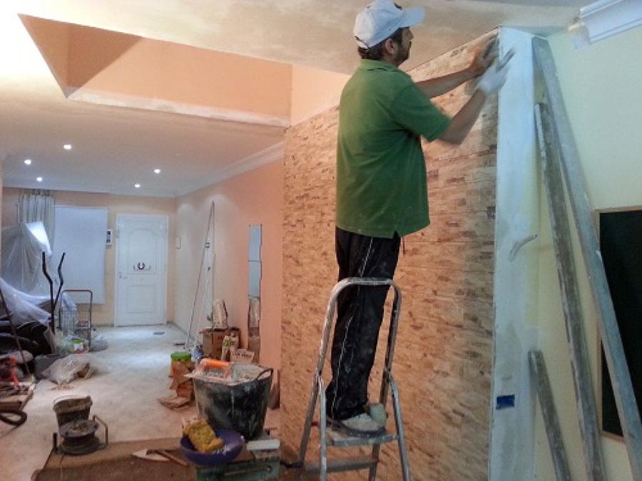 Foto vestir pared con cer mica con imitaci n a piedra y - Imitacion piedra pared ...