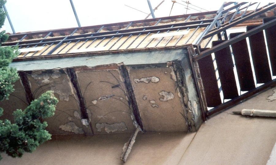 Viga de balcón en mal estado
