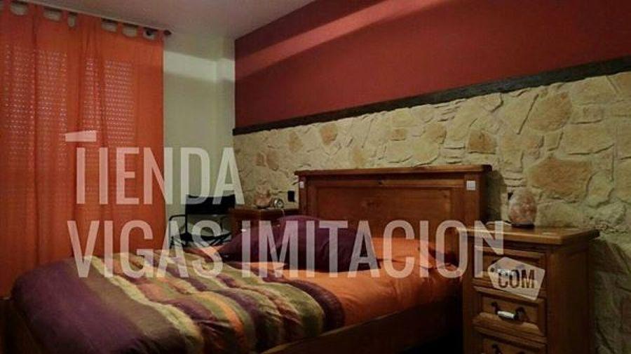 Foto vigas y paneles imitacion piedra y madera de mundo - Paneles imitacion madera ...