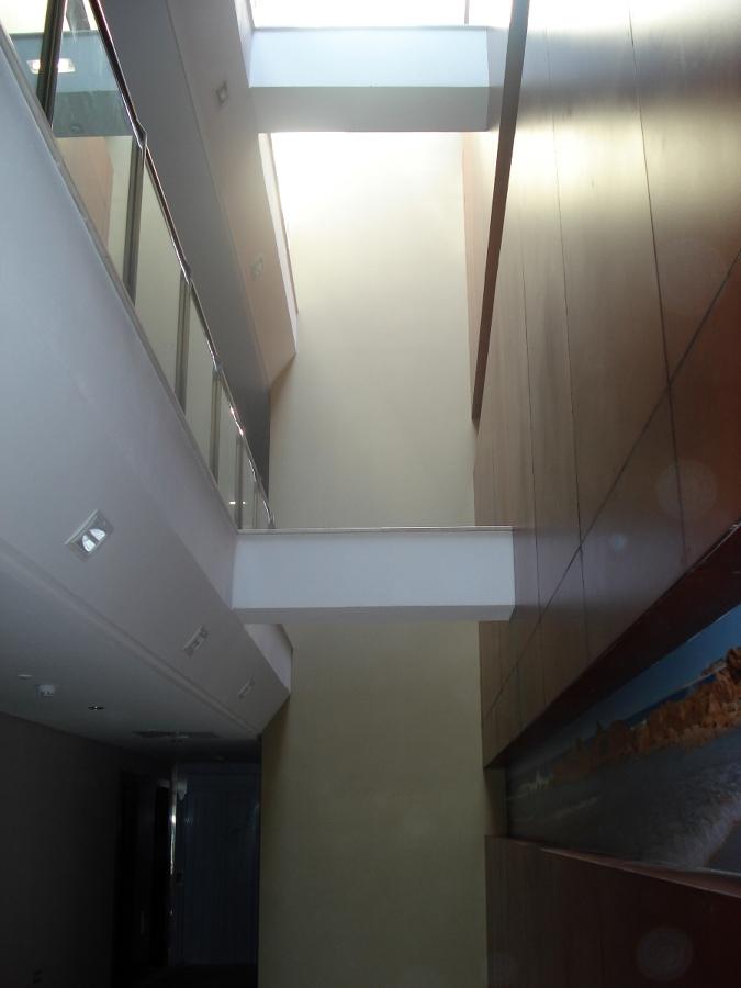 VINILO HUECO ESCALERA HOTEL
