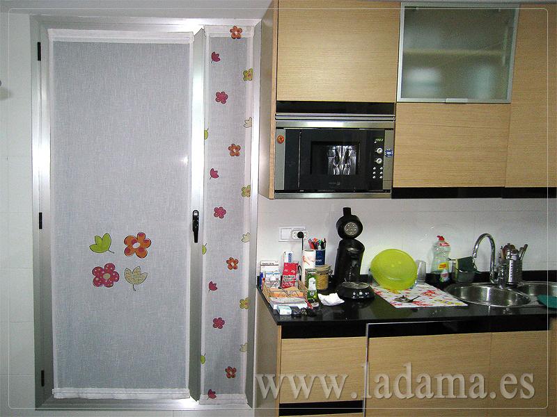 Foto visillos para cocina de la dama decoraci n 173162 for Cortinas modernas para puertas de cocina