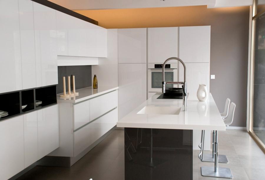 Foto visi n general de cocina con mueble de arrital e - Mueble isla para cocina ...