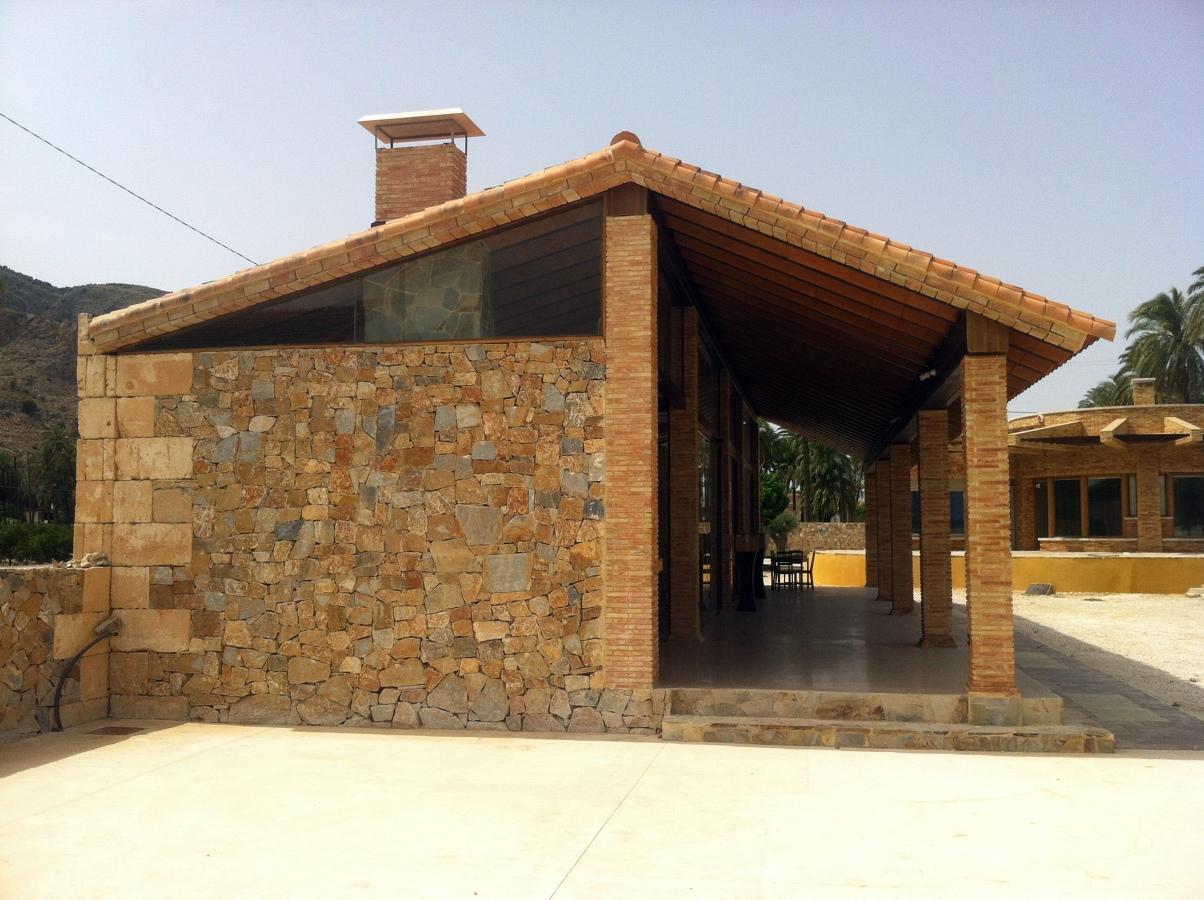 Foto vista de la barbacoa desde el exterior de obras y for Barbacoas de exterior
