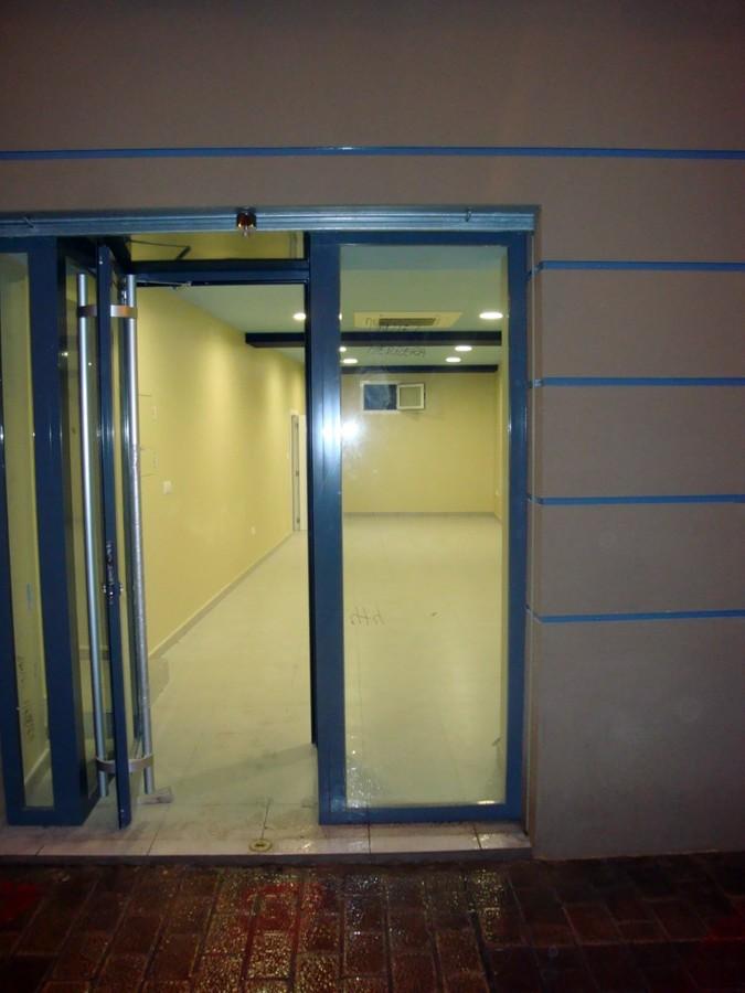Vista fachada y puerta