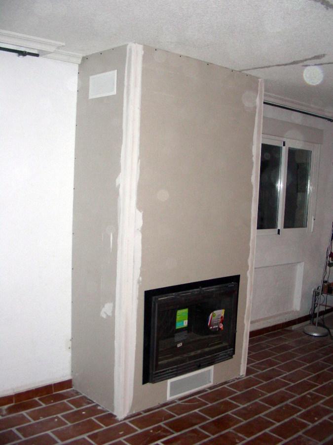 Foto vista lateral de una chimenea de pladur de sin - Como hacer chimeneas decorativas ...