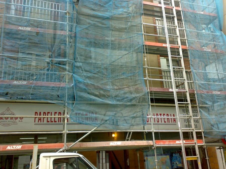 Vista parcial obra fachada edificio