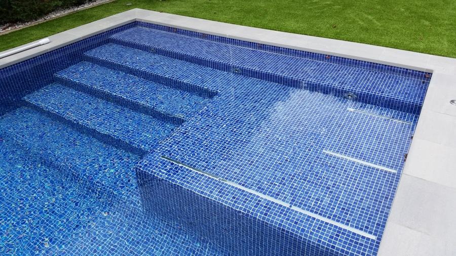 escalera- playa de reposo integrada con hidroterapia