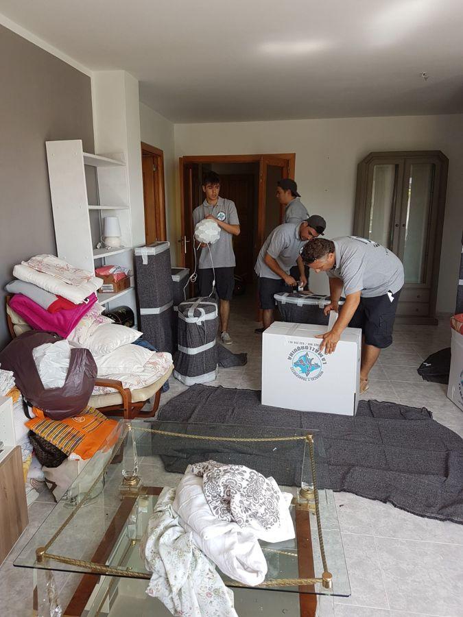 Trabajando en una mudanza de hogar