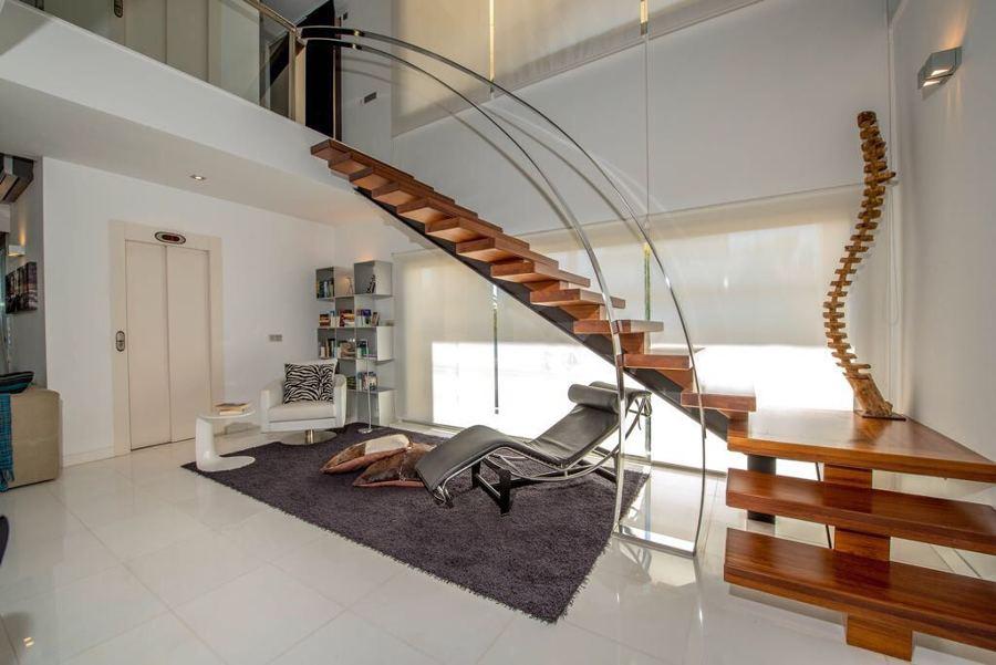 Reforma de sala principal y escaleras