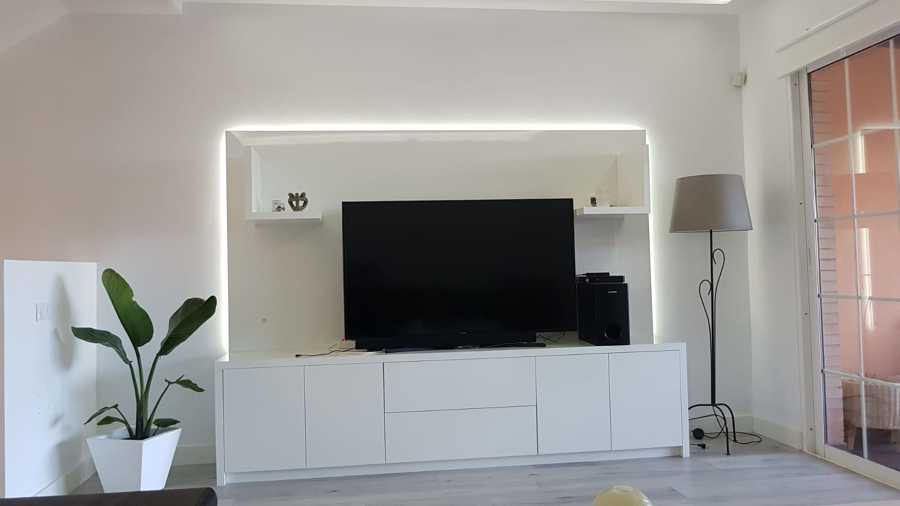 Mueble de TV para sala con iluminación indirecta