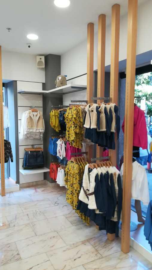 Reforma de mobiliario y equipamiento comercial en tienda Benetton