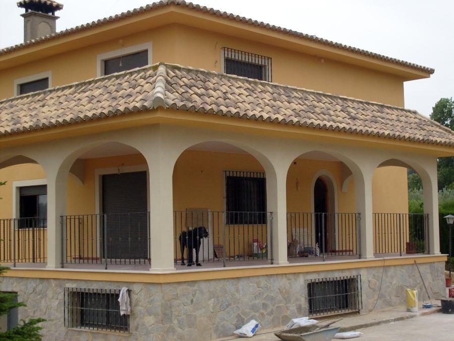 Foto zocalo piedra y raspedo de revestimientos jaema for Zocalo fachada exterior