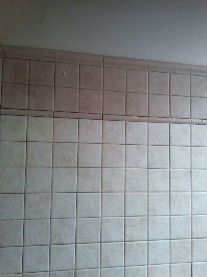 Foto azulejos en ba o de multiservicios a p 869942 for Azulejos bano cordoba