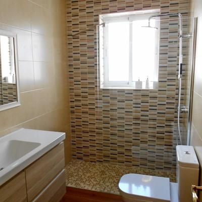 baño elegante y personalizado. ducha de obra in situ