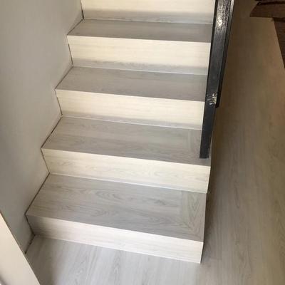 Fabricación de escaleras con suelo laminado