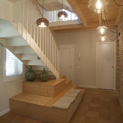 Acceso y escalera de la Casa CMB