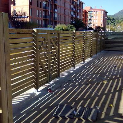 Cerramiento con madera de pino en autoclave para recinto containers de basura