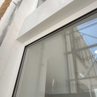 Estructura con carpintería de aluminio PR Renova 70 Hoja Oculta RPT