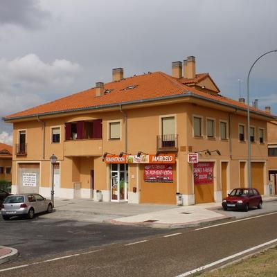 5 viviendas y locales