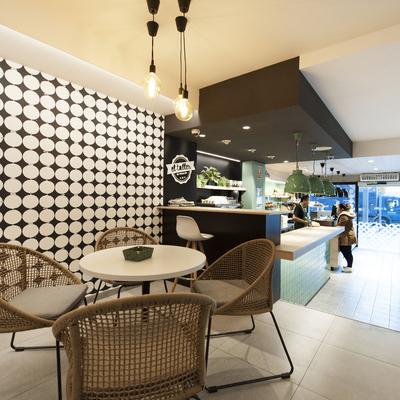 Zona de mesas cafetería El Taller | Sincro