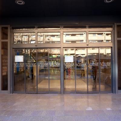 10- Puerta entrada Centro Comercial Grancasa