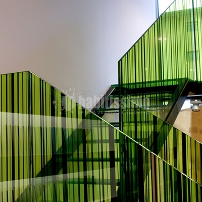 Barandilla de vidrio decorado