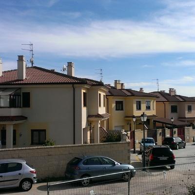 6 viviendas pareadas y 1 aislada