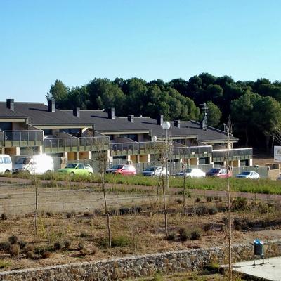 Piera. 12 casas unifamiliares adosadas y plaza pública en Can Bonastre.