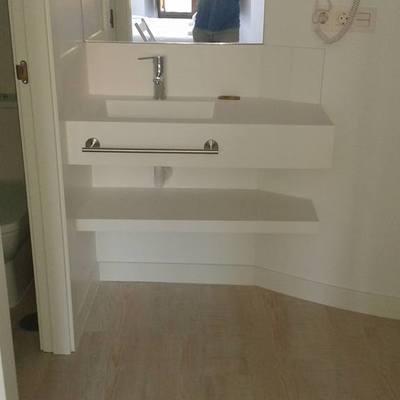Lavabo y mueble hecho in situ.