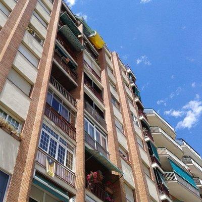 Picar alguna grieta en la fachada San Adrian de Besos
