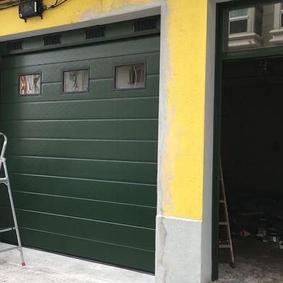 Puerta Seccional Verde Estándar