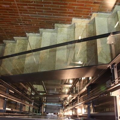 Ascenor con estructura por hueco de escalera